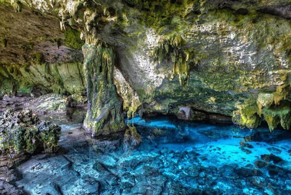 Grottentauchen in der Cenote Dos Ojos